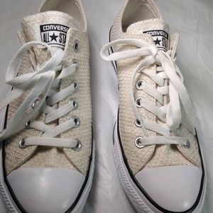 Converse all star Size 8 Sneakers shoes CLEAN